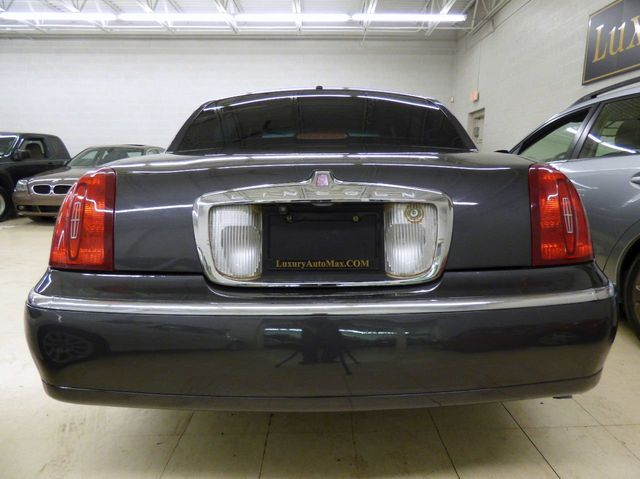 1999 Lincoln Town Car 4dr Sedan Executive - Click to see full-size photo viewer