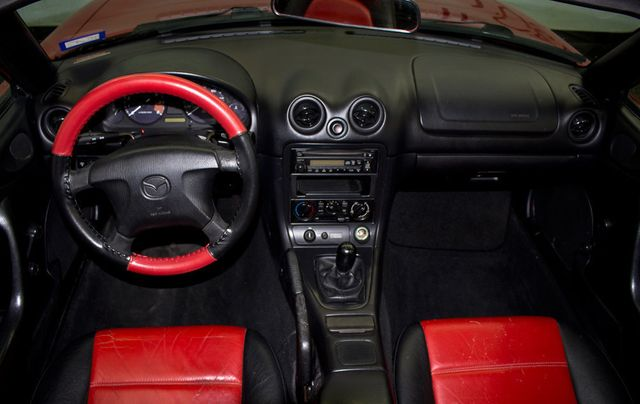 1999 Mazda MX-5 Miata 2dr Convertible Sport Pkg Manual - Click to see full-size photo viewer