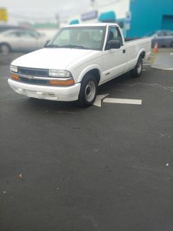 2000 Chevrolet S10 Regular Cab - 1GCCS14W2Y8245407
