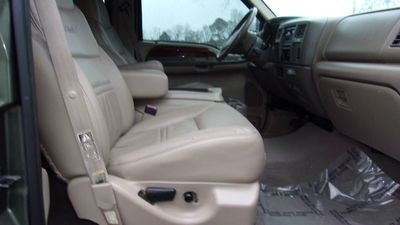 "2000 Ford Excursion 137"" WB Limited - Click to see full-size photo viewer"