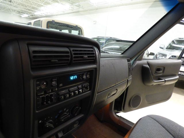 2000 Jeep Cherokee 4dr Sport 4WD - Click to see full-size photo viewer