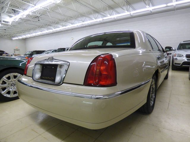 2000 LINCOLN Town Car 4dr Sedan Cartier   Click To See Full Size Photo  Viewer