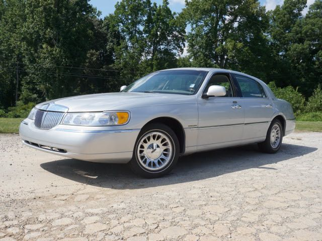 2000 Used Lincoln Town Car 4dr Sedan Cartier At Parks Michael