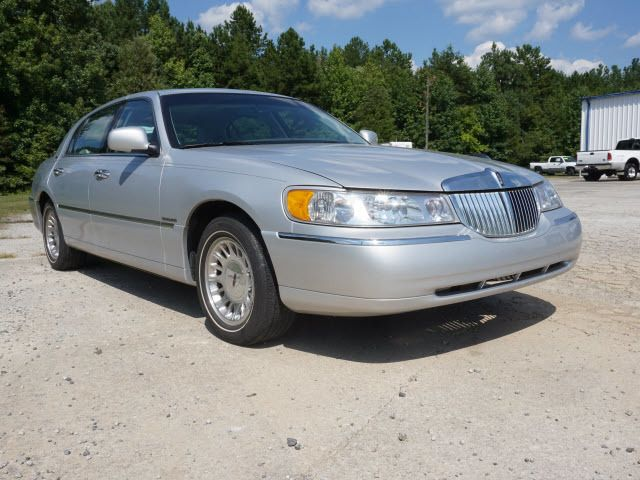 2000 used lincoln town car 4dr sedan cartier at capital ford rocky mount nc iid 14012302. Black Bedroom Furniture Sets. Home Design Ideas