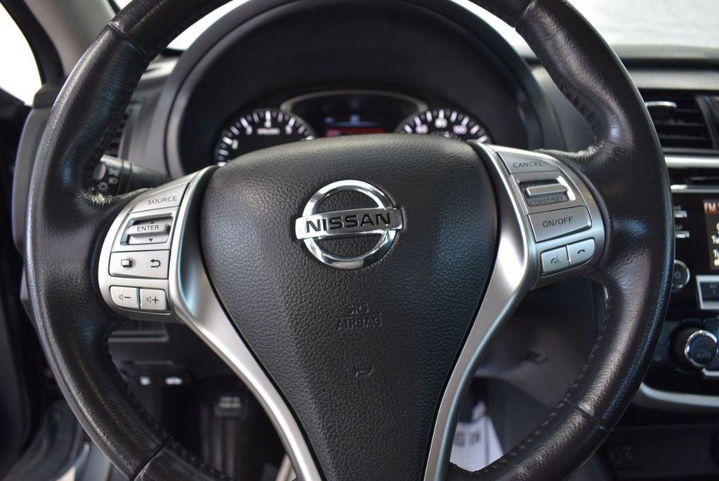 2000 Nissan Altima 4dr Sedan XE Automatic - 18592355 - 19