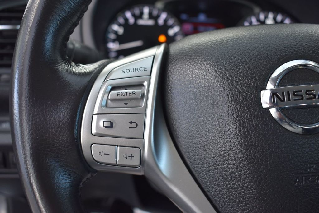 2000 Nissan Altima 4dr Sedan XE Automatic - 18592355 - 21