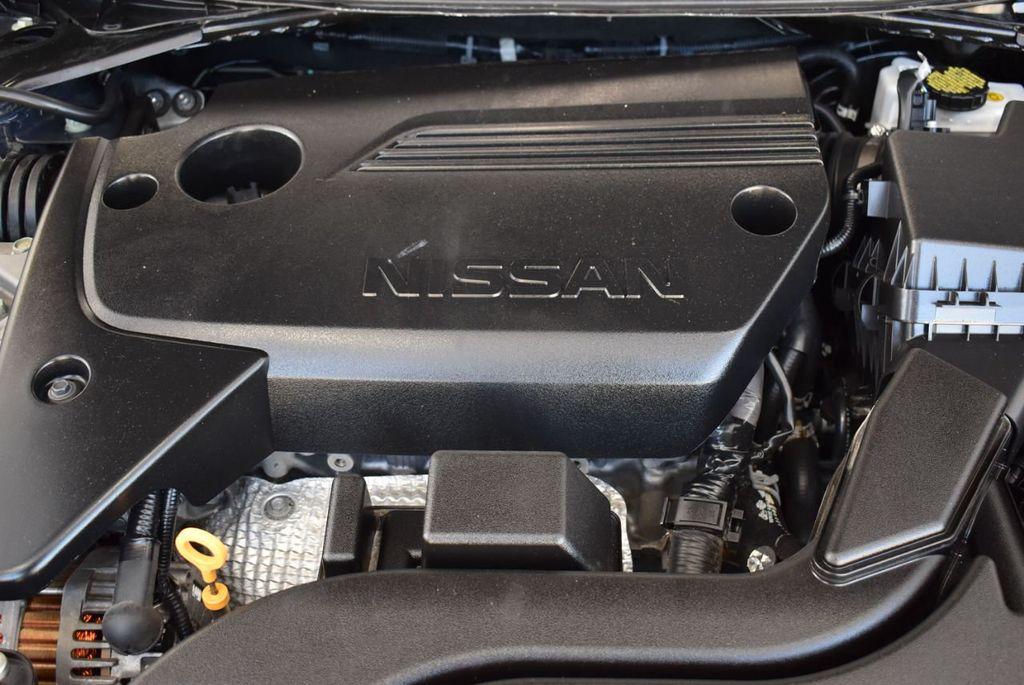 2000 Nissan Altima 4dr Sedan XE Automatic - 18592355 - 24