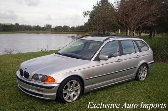 2001 BMW 3 Series 2001 BMW 325iT E46 Touring Wagon Manual - Click to see full-size photo viewer