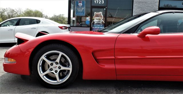 2001 Chevrolet Corvette 2dr Coupe - Click to see full-size photo viewer