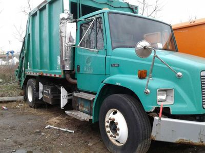 2001 Freightliner FL80  SINGLE HOPPER 18 YARD PACKER