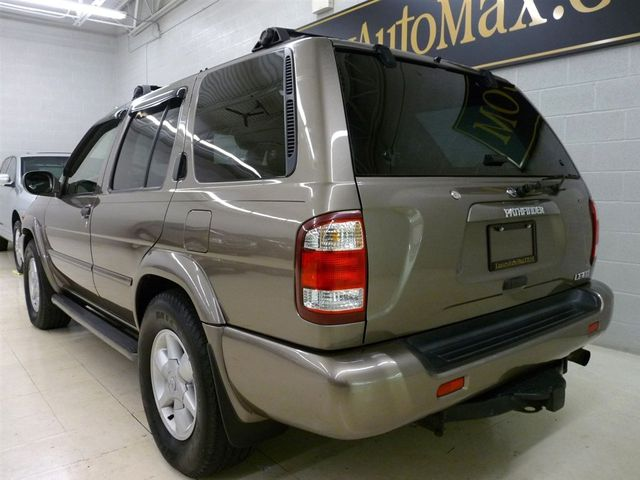 2001 Nissan Pathfinder LE V6   Click To See Full Size Photo Viewer