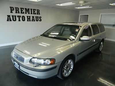 2001 Volvo V70 2001 VOLVO V70 WAGON W/MOONROOF