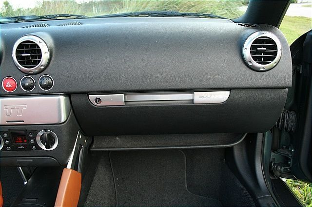2002 Audi TT Roadster quattro - Click to see full-size photo viewer