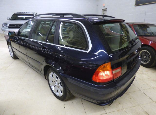 2002 BMW 3 Series 325xi  Sport - Click to see full-size photo viewer