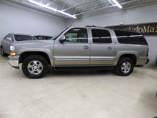2002 Chevrolet Suburban JUST SERVICED 4 NEW TIRES 4 NEW ROTORS AND PADS OIL CHANGE  - Click to see full-size photo viewer