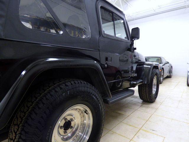2002 Jeep Wrangler 2dr SE - Click to see full-size photo viewer
