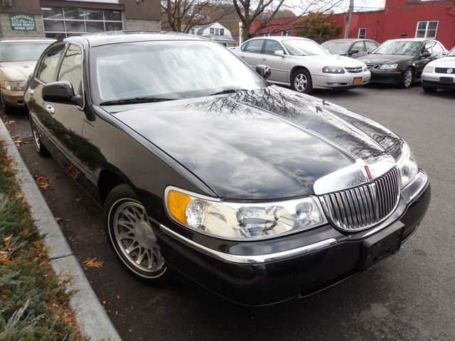 2002 used lincoln town car signature at auto king sales inc serving westchester county ny iid. Black Bedroom Furniture Sets. Home Design Ideas
