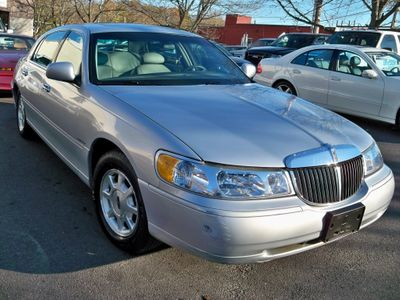 2002 LINCOLN Town Car Signature Sedan