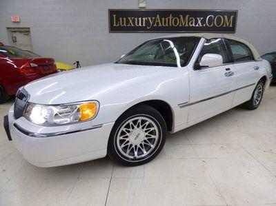 2002 Lincoln Town Car Signature Sedan