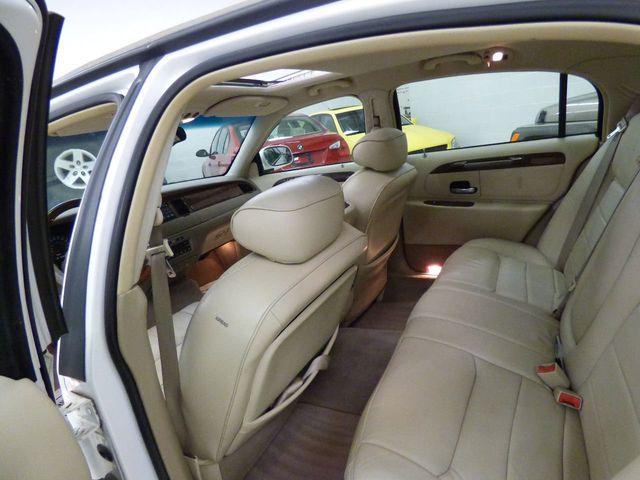 2002 Lincoln Town Car Signature - Click to see full-size photo viewer