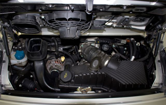 2002 Porsche 911 Carrera C4S - Click to see full-size photo viewer