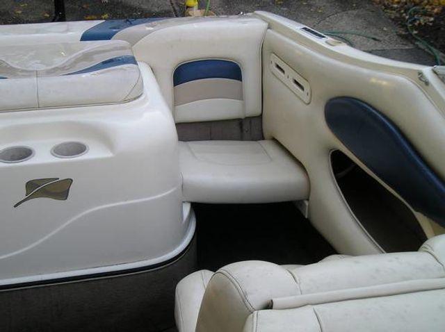 2002 Stingray Cubby Cabin 20' - 16429698 - 5