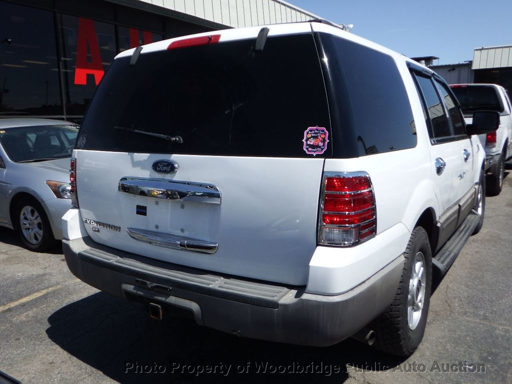2003 Ford Expedition  - 17596118 - 2