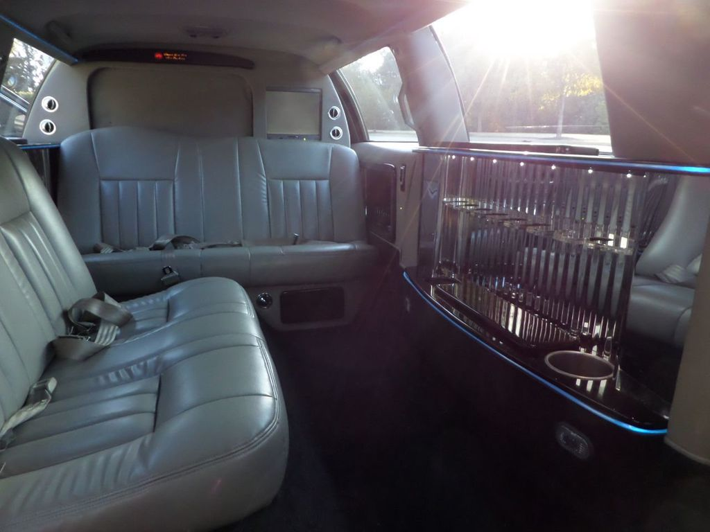"2003 Lincoln Town Car LCW 100"" 5th Door Used Limousine Used Limo For Sale - 18175379 - 44"