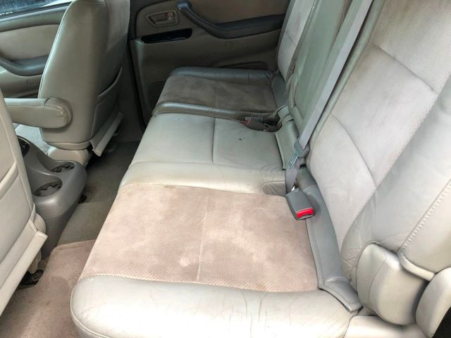 2003 Toyota Sequoia 4dr SR5 - Click to see full-size photo viewer
