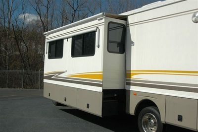 2003 Workhorse Fleetwood Bounder 36S - Click to see full-size photo viewer