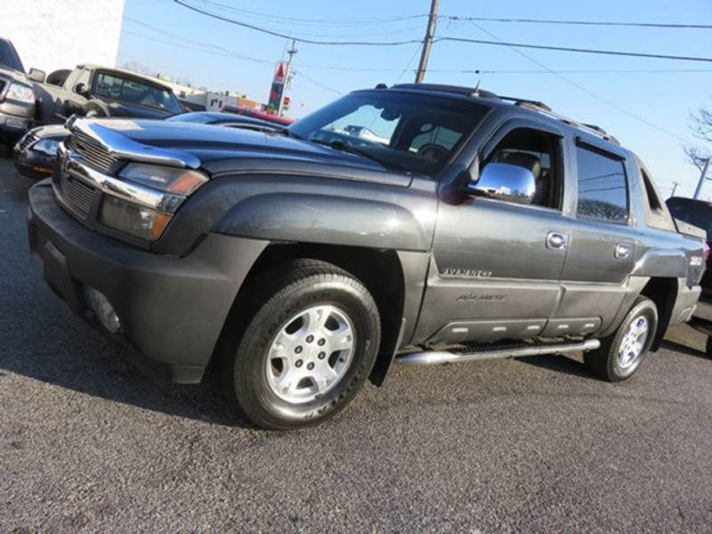 2004 chevy avalanche z71 towing capacity