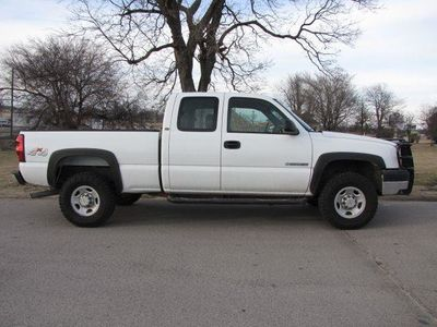 "2004 Chevrolet Silverado 2500HD Ext Cab 143.5"" WB 4WD - Click to see full-size photo viewer"