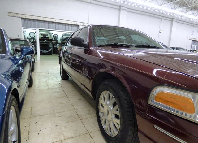 2004 Ford Crown Victoria 4dr Sedan LX - Click to see full-size photo viewer