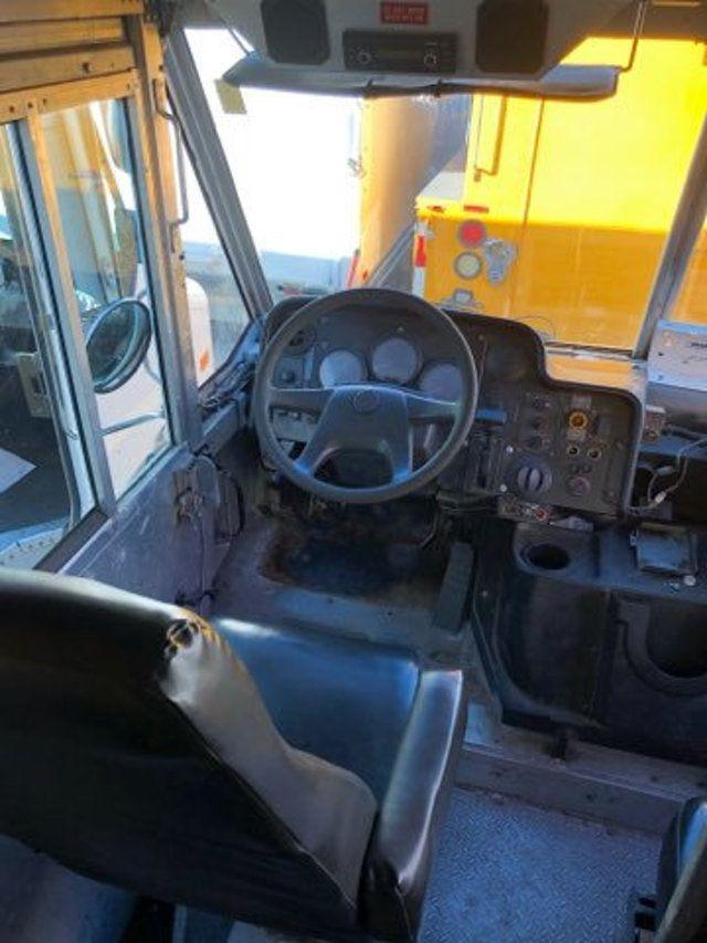 2004 Freightliner MT 55 ENCLOSED SERVICE STEP VAN WITH UNDER DECK COMPRESSOR - 18326698 - 14