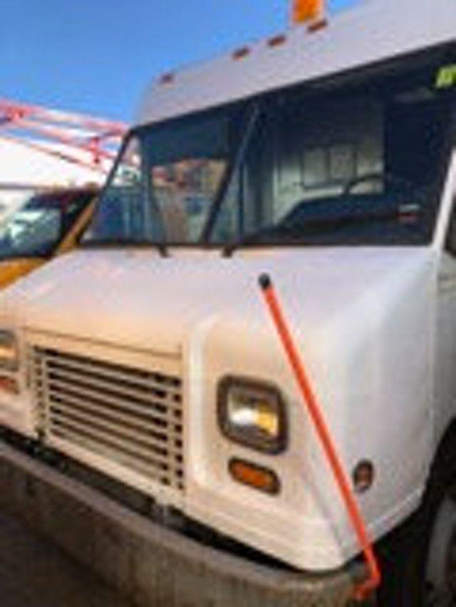 2004 Freightliner MT 55 ENCLOSED SERVICE STEP VAN WITH UNDER DECK COMPRESSOR - 18326698 - 4