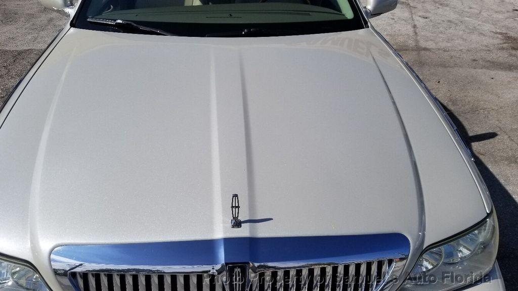 2004 Lincoln Town Car 4dr Sedan Ultimate - 19526948 - 9