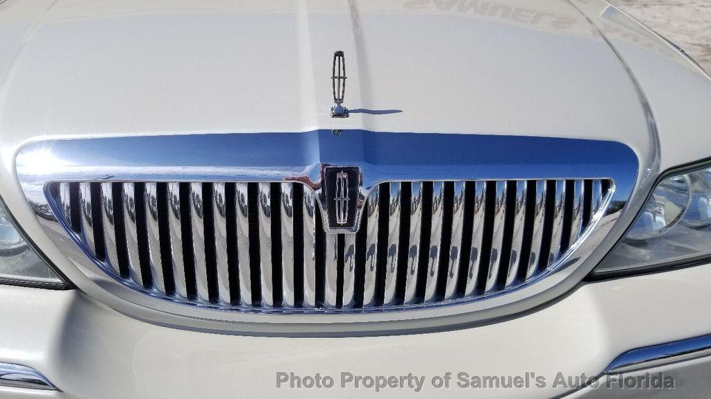 2004 Lincoln Town Car 4dr Sedan Ultimate - 19526948 - 10