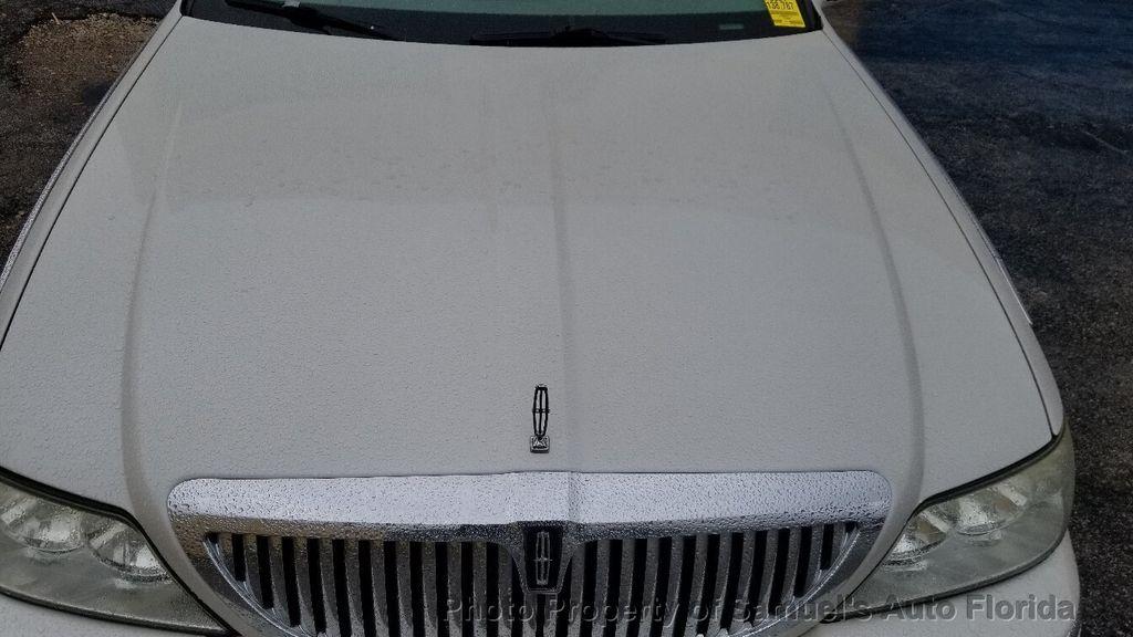 2004 Lincoln Town Car 4dr Sedan Ultimate - 19526948 - 21