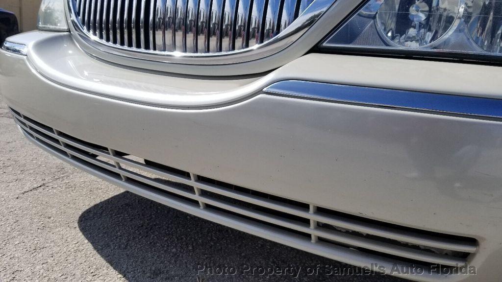 2004 Lincoln Town Car 4dr Sedan Ultimate - 19526948 - 25