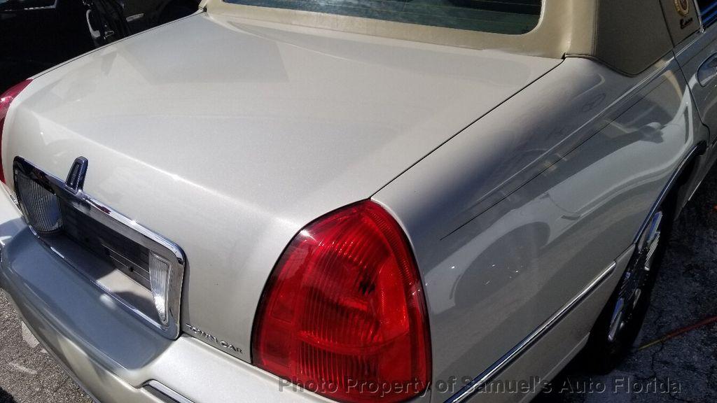 2004 Lincoln Town Car 4dr Sedan Ultimate - 19526948 - 31