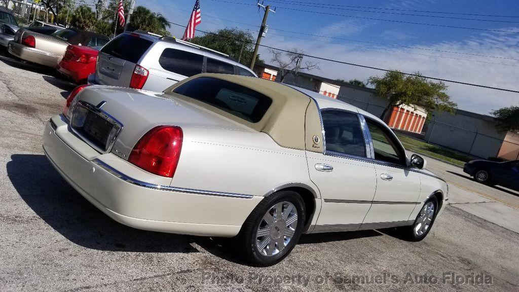 2004 Lincoln Town Car 4dr Sedan Ultimate - 19526948 - 33