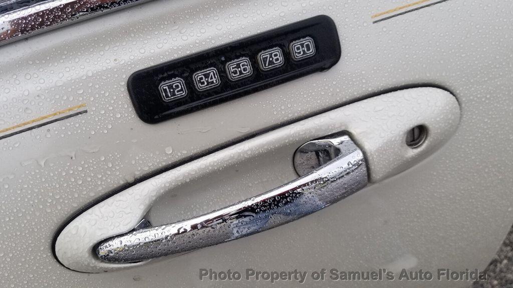 2004 Lincoln Town Car 4dr Sedan Ultimate - 19526948 - 35