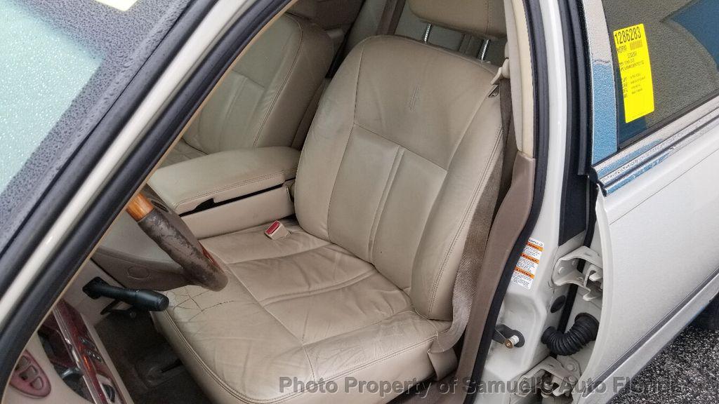 2004 Lincoln Town Car 4dr Sedan Ultimate - 19526948 - 37