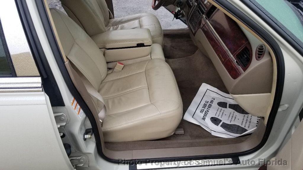 2004 Lincoln Town Car 4dr Sedan Ultimate - 19526948 - 38