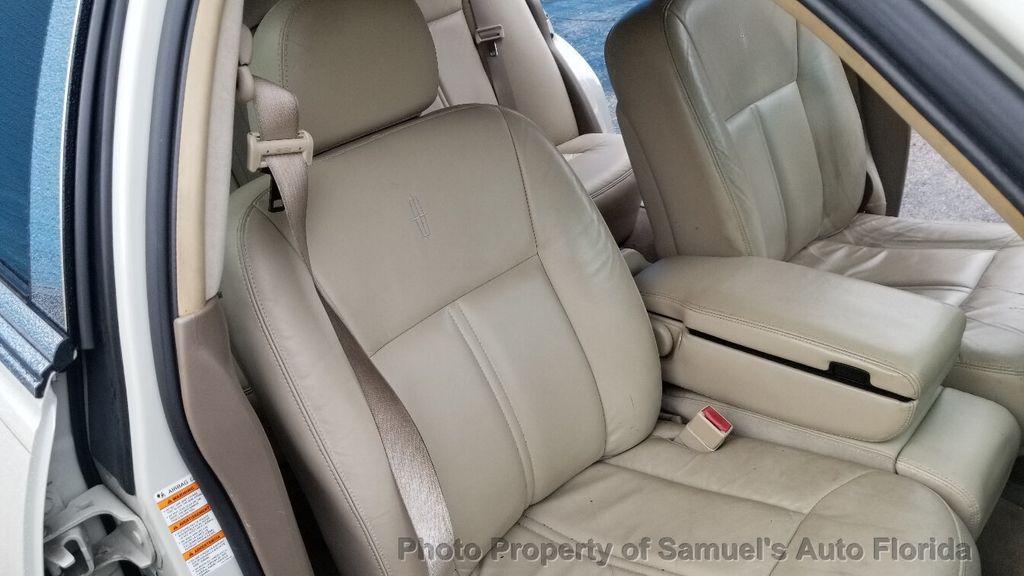 2004 Lincoln Town Car 4dr Sedan Ultimate - 19526948 - 39