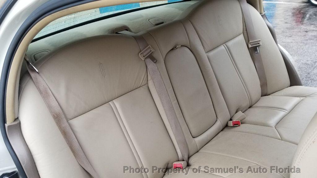 2004 Lincoln Town Car 4dr Sedan Ultimate - 19526948 - 43