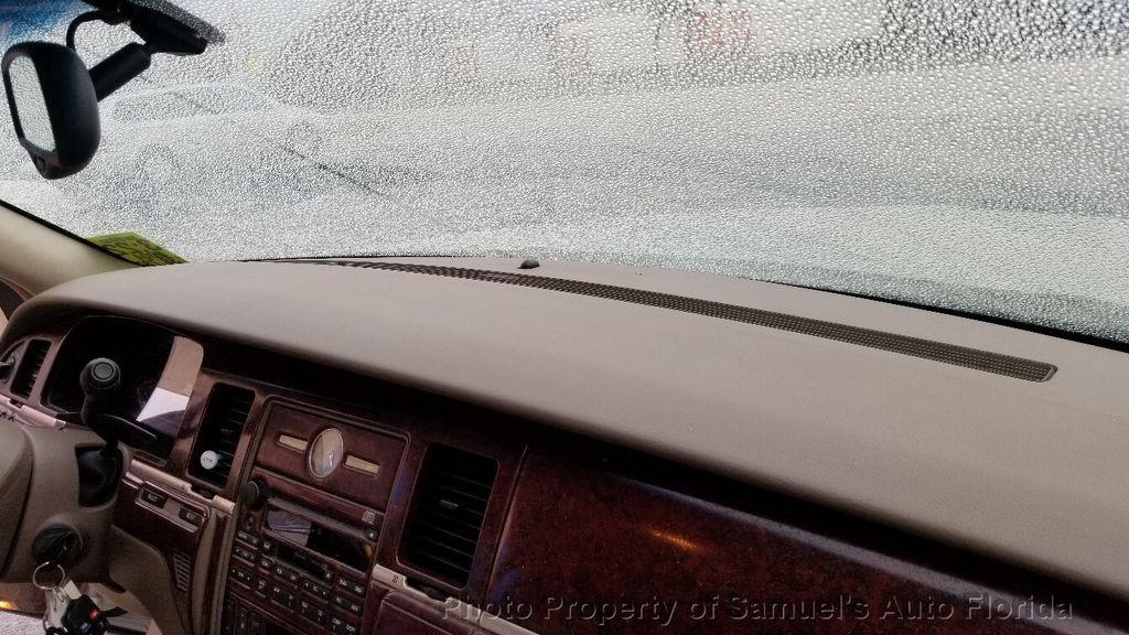 2004 Lincoln Town Car 4dr Sedan Ultimate - 19526948 - 44