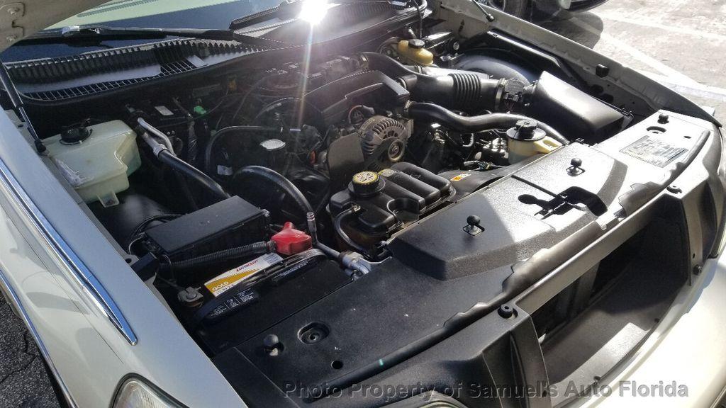 2004 Lincoln Town Car 4dr Sedan Ultimate - 19526948 - 70