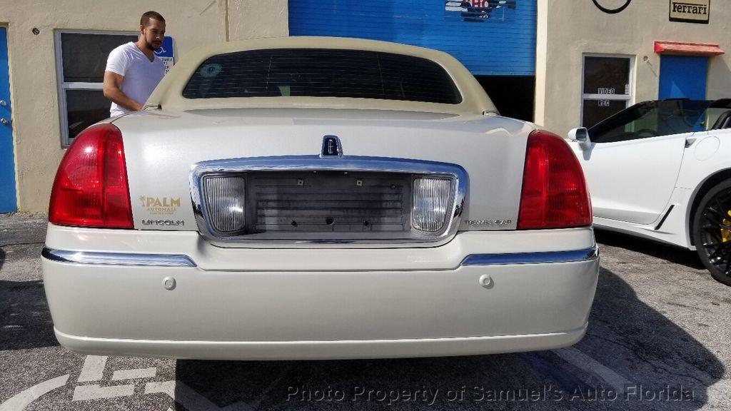 2004 Lincoln Town Car 4dr Sedan Ultimate - 19526948 - 8