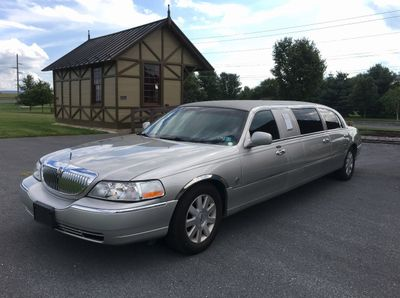 2004 Lincoln Town Car FEDERAL 6 DOOR LIMO  Sedan